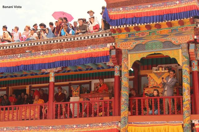 The head lama reciting hymn