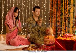 couple-performing-a-pooja-gg55gf