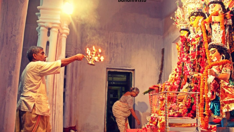 priest-performing-puja-1068x712
