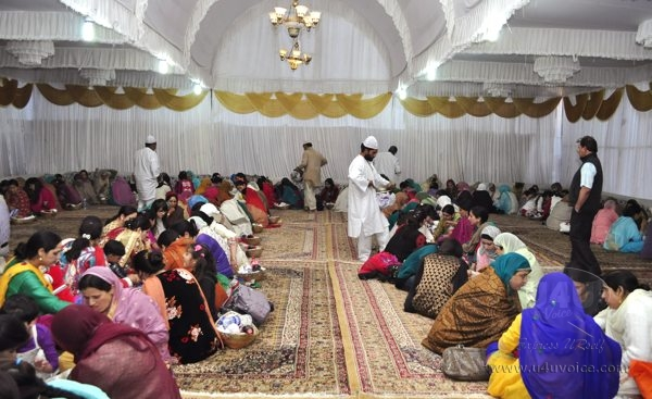 Guests having the Wazwan meals together
