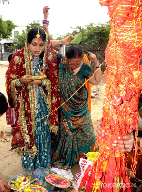 women performing puja