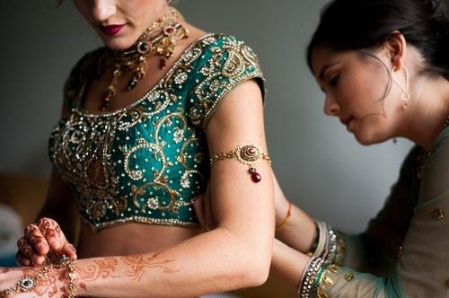 Women wearing armlet!