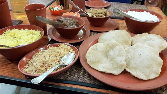 Relish the Mutton curry in Saptapadi, BananiVista