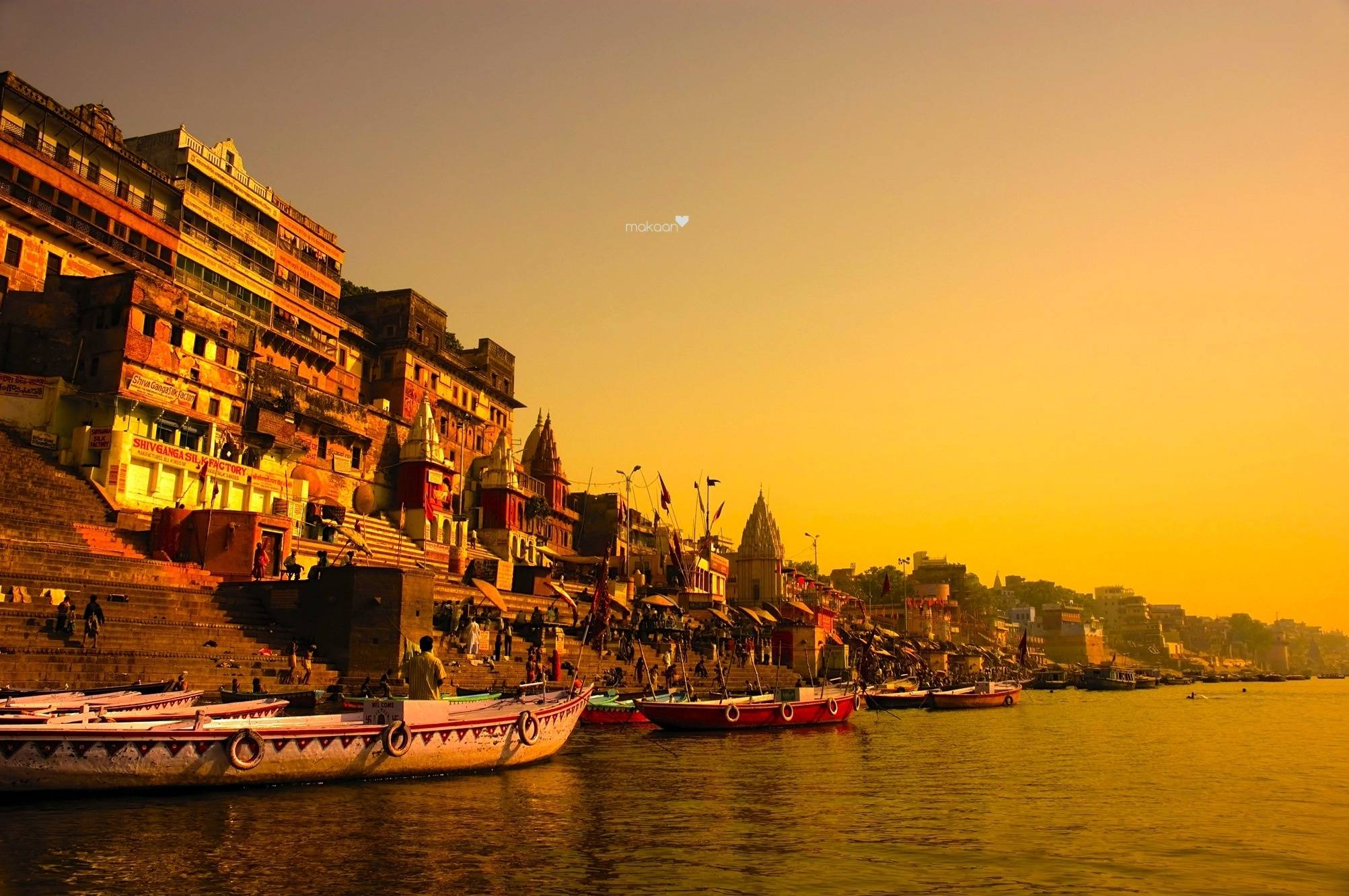 Let the spirituality and the flowing Ganges engulf you