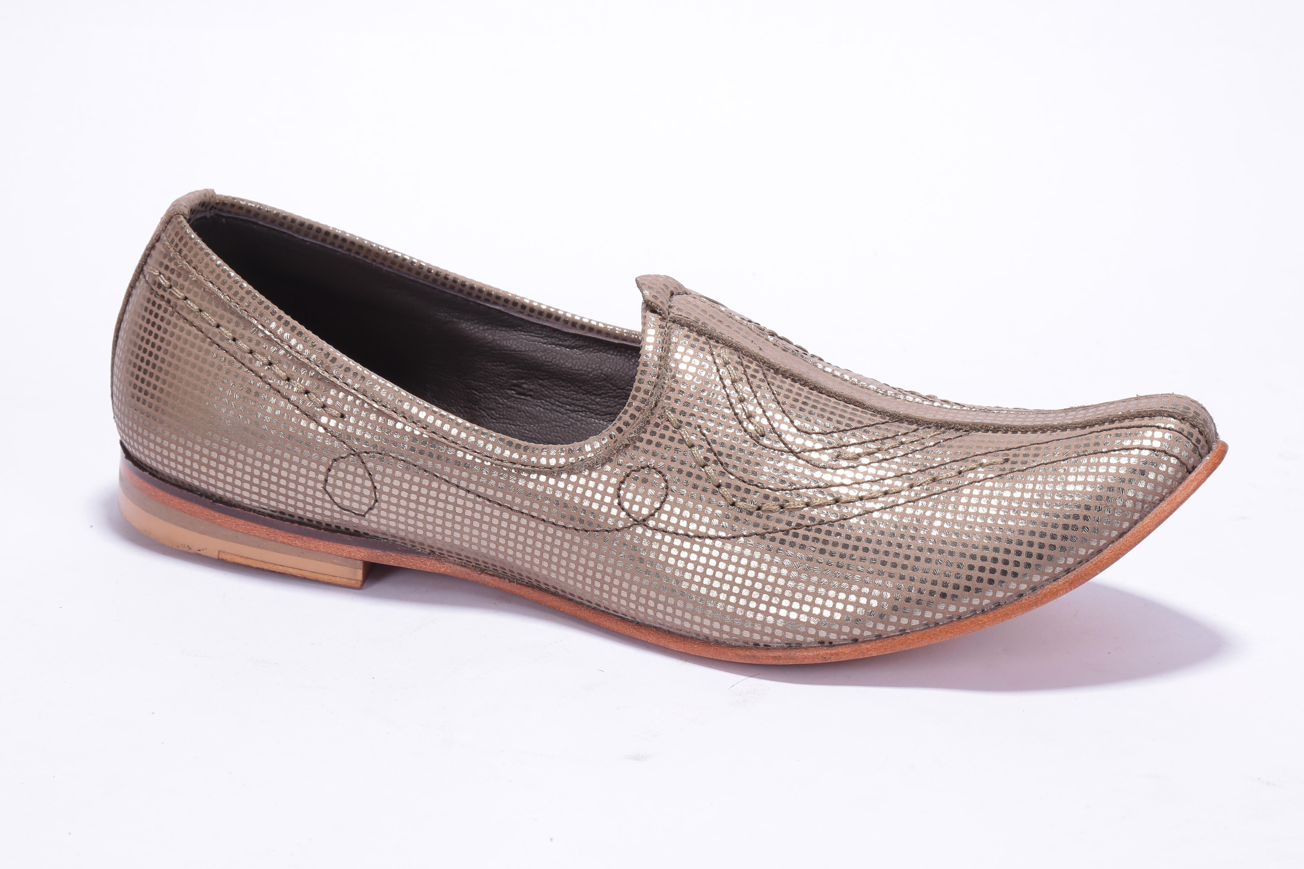 Complete your look with Egoss handcrafted leather jootis.