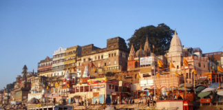 Take a trip to Varanasi Ghats with Bananivista