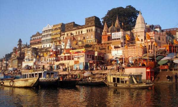 Take a trip to Varanasi Ghats with Bananivista