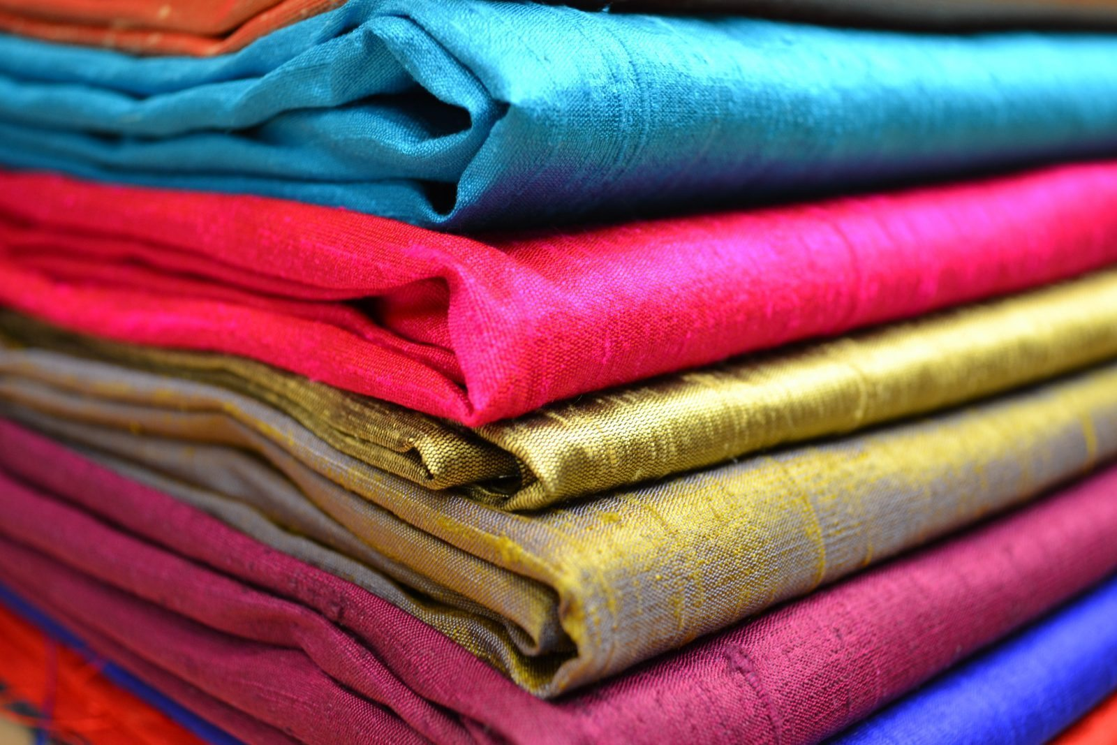 Natural materials for clothing include cotton, leather, wool, fur and fabrics made out of silk or flax. Synthetic materials include polyester, nylon, spandex, acetate and rayon. Cotton, derived from the fiber of a cotton plant, is one of the most common materials for clothing.