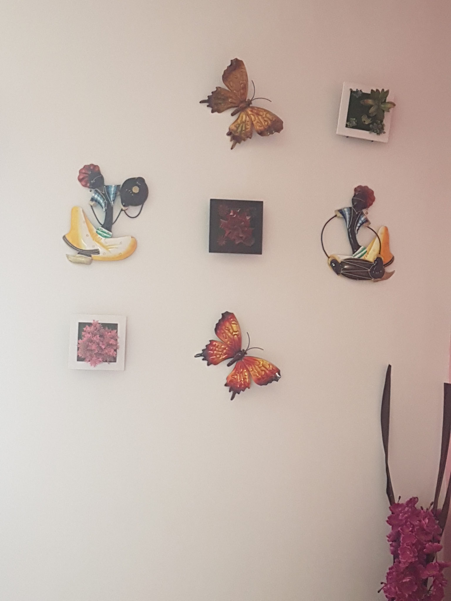 Garden themed wall in bedroom