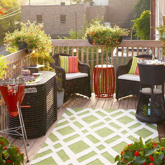 Your small balcony can prove to be a great entertaining area. image source: www.bhg.com