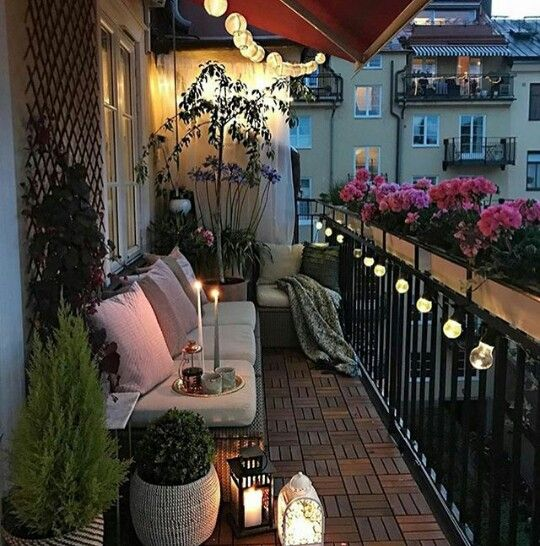 Lights and lamps create a positive and warm ambience