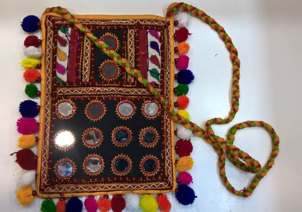 kutch, handicrafts, kutch embroidery, gujarat, bananivista, livingandexploring