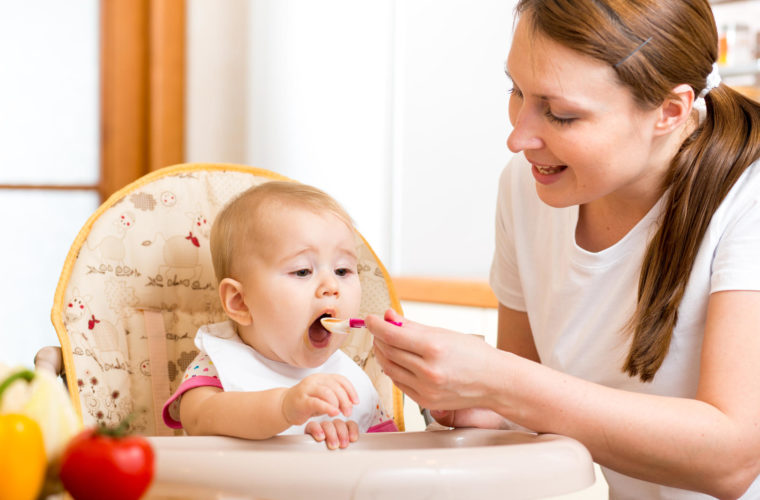 Solid foods to babies, bananivista